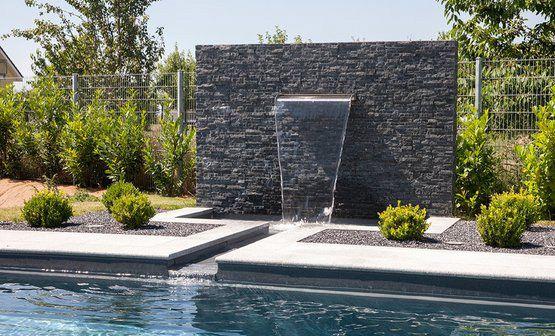 Attraktionen - Wasserfallanlage in Verbindung mit Auffangbecken und Bachlauf zum Pool