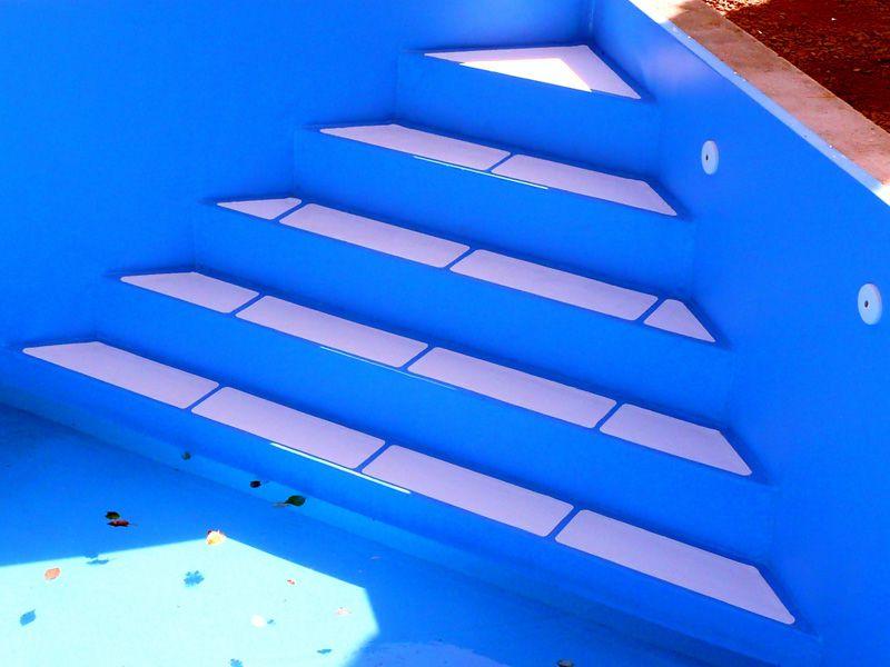 Folienauskleidung mit 1,5mm Alkorplan einer gemauerten Eck-Treppenanlage