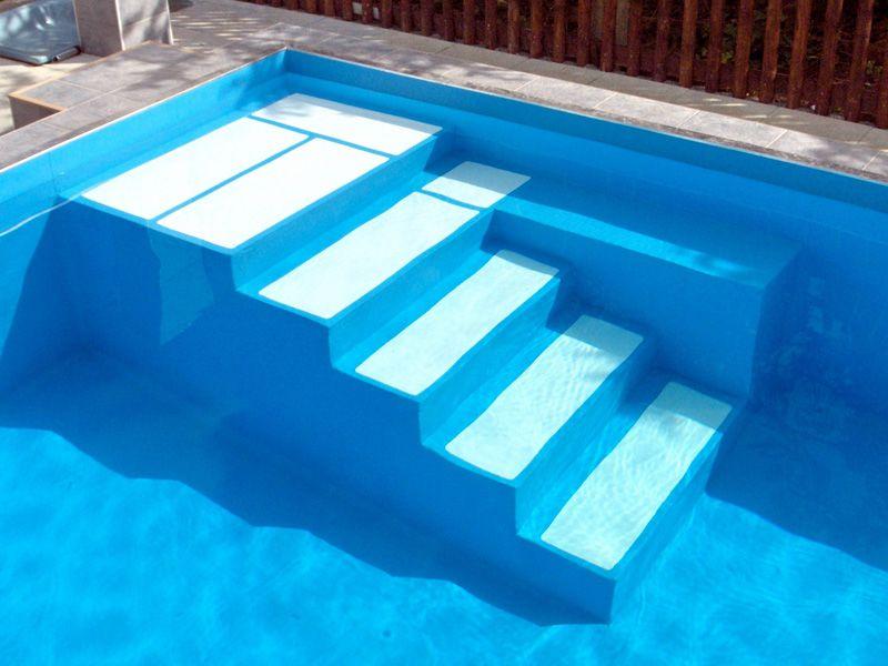 Folienauskleidung mit 1,5mm Alkorplan einer gemauerten Treppenanlage in Individualform mit Sitzbank