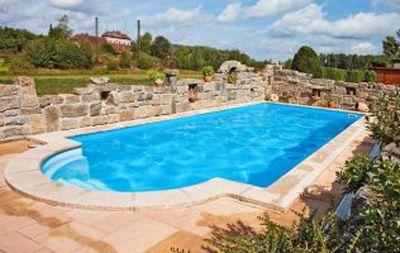 Pool aus Styropor-Schalsteinen